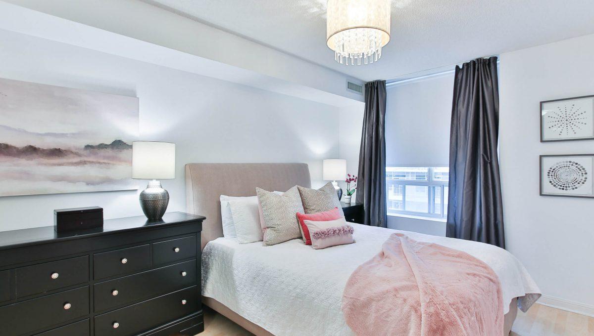 504-188 Redpath Avenue - Master bedroom