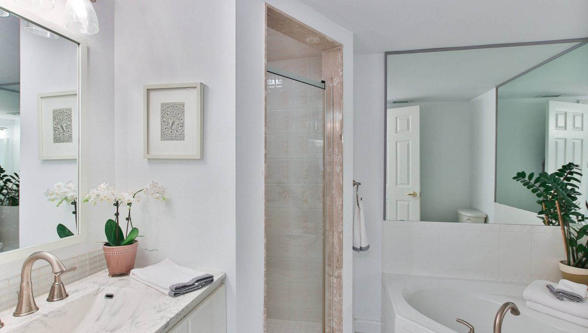504-188 Redpath Avenue - Master washroom