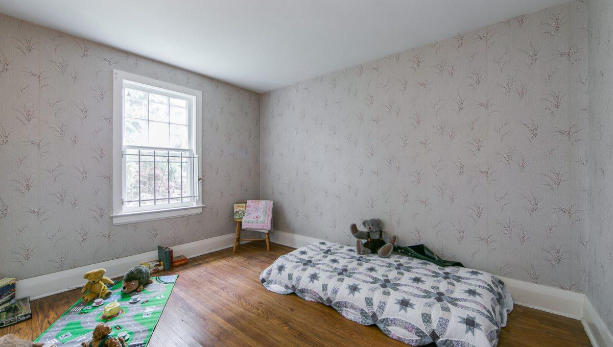 117 Linsmore Crescent - Bedroom