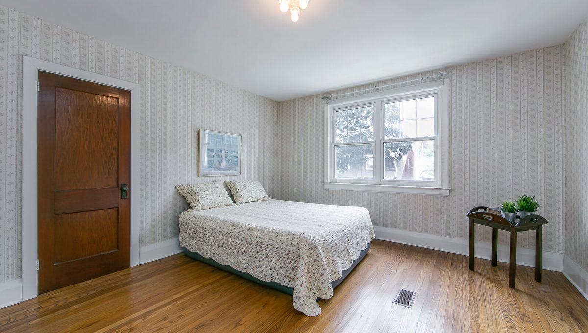 117 Linsmore Crescent - Master Bedroom