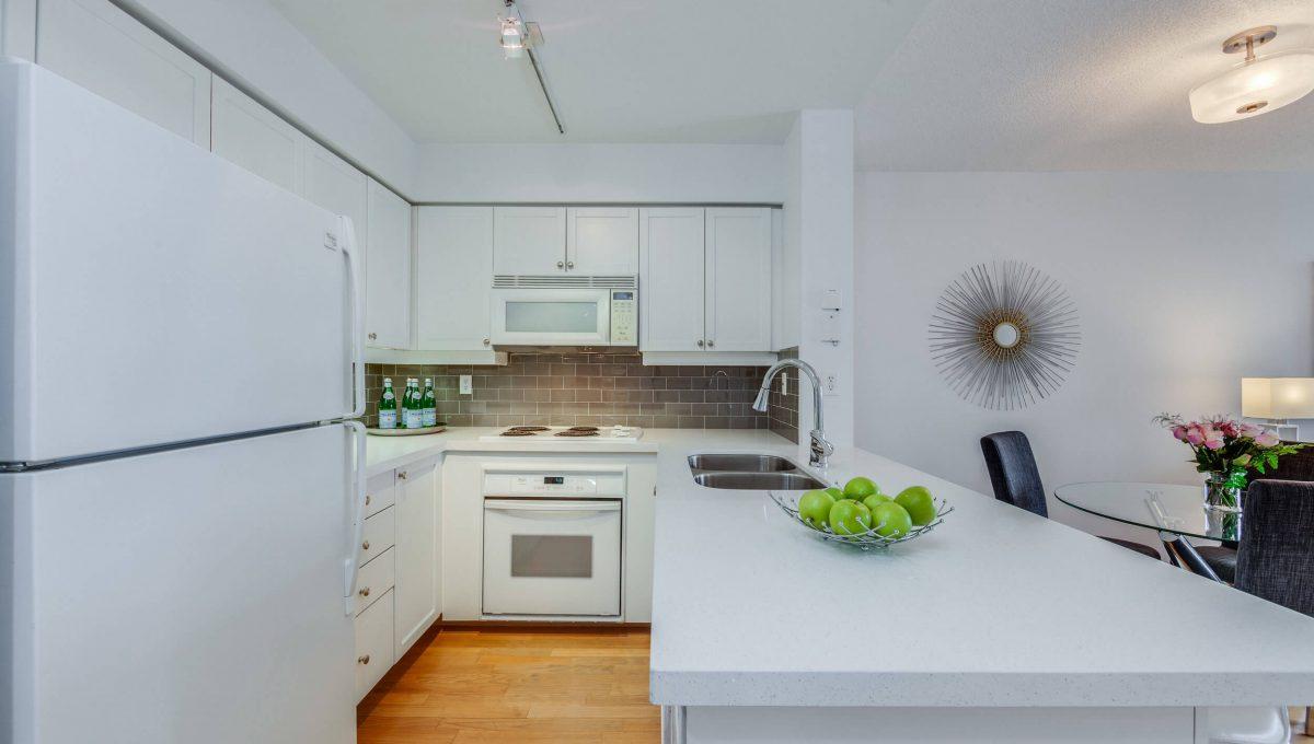 505-188 Redpath Avenue - Kitchen