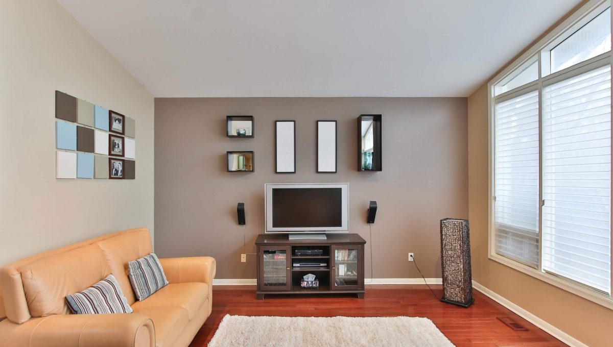 1 Michigan Dr - Family room