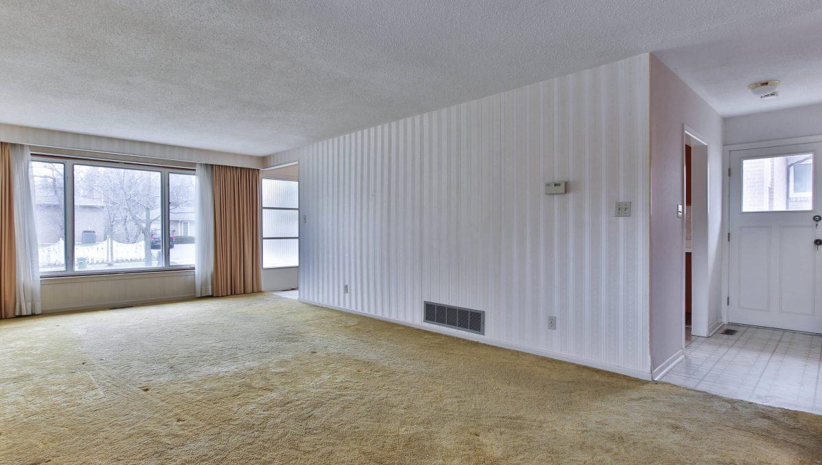 111 Rameau Dr - Living room