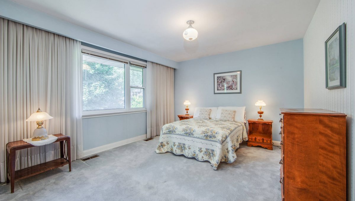 152 Newton Dr - Bedroom