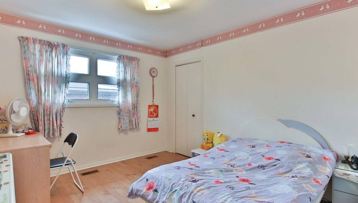 22 Oakhurst Dr - Bedroom