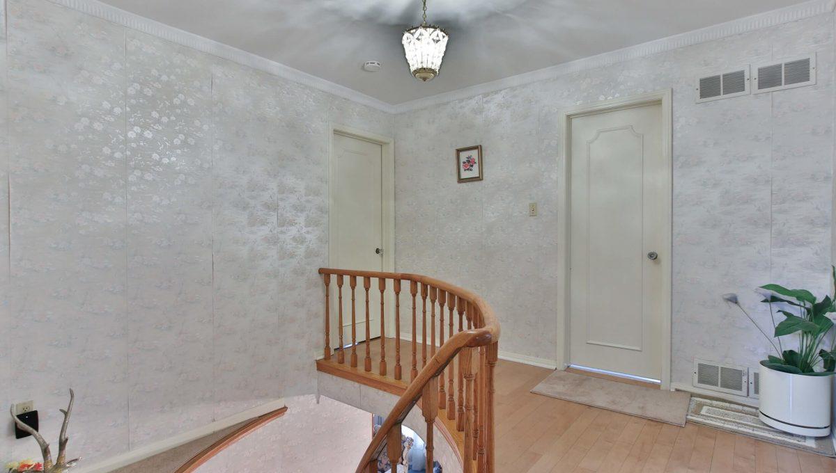 22 Oakhurst Dr - Stairs