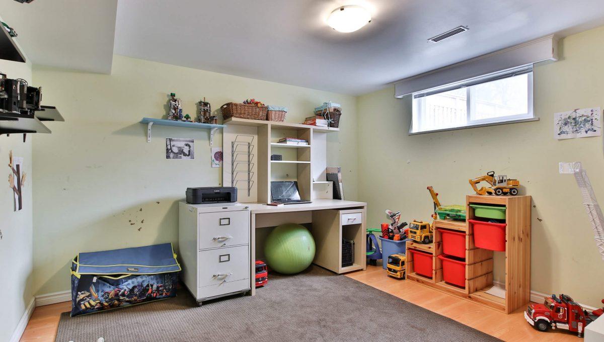 25 Allview Crescent - Basement Bedroom