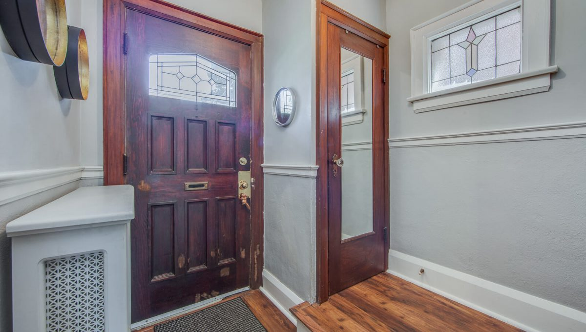 265 Brookdale Ave - Foyer