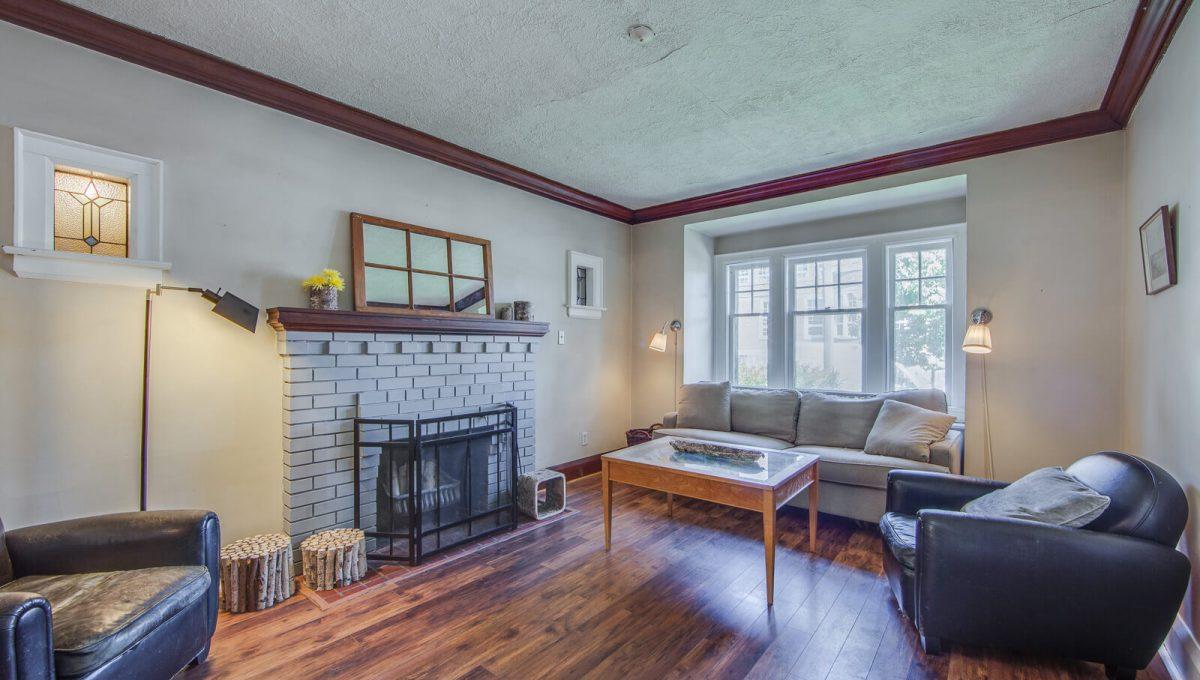 265 Brookdale Ave - Living room