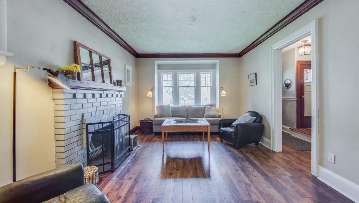 265-brookdale-avenue_living-room2265 Brookdale Ave - Living room