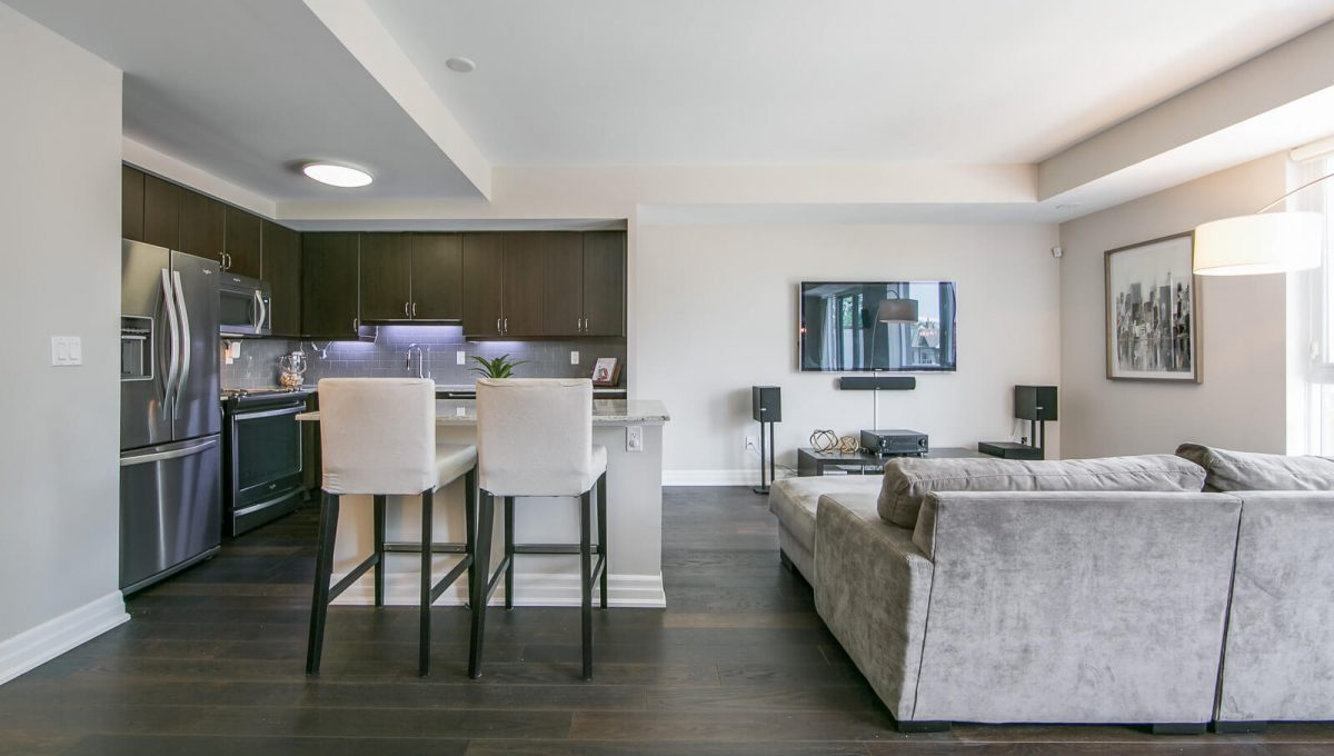 403-57 Macaulay Ave - Kitchen and living area