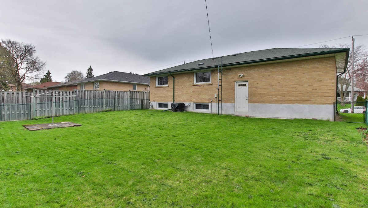 47 Bathford Cres - Backyard