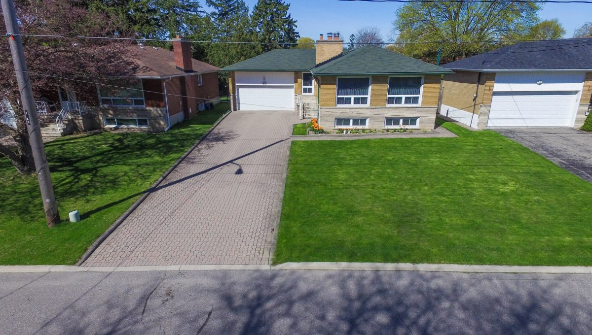 47 Bathford Cres - Drone view