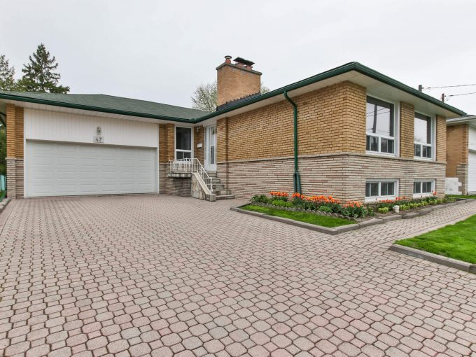 47 Bathford Cres - Front