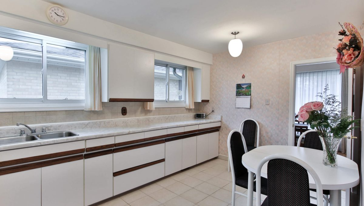 47 Bathford Cres - Kitchen