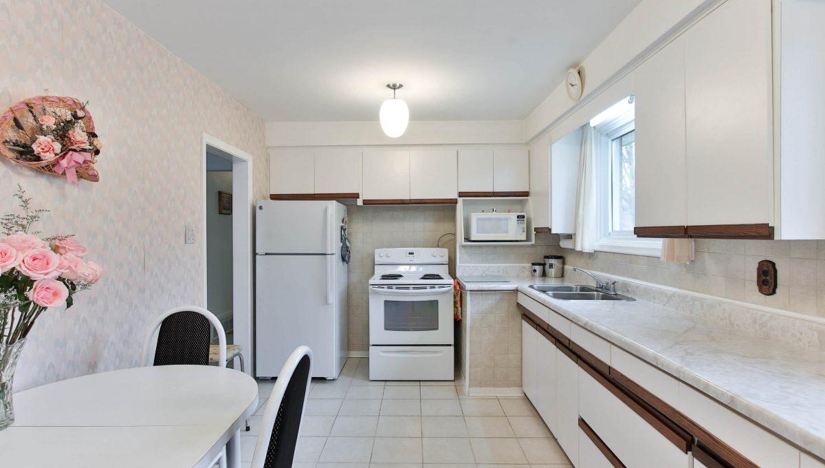 47 Bathford Cres - Kitchen
