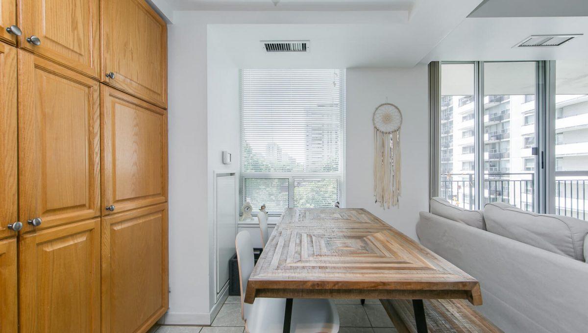 513-300 Balliol St - Eat-in kitchen