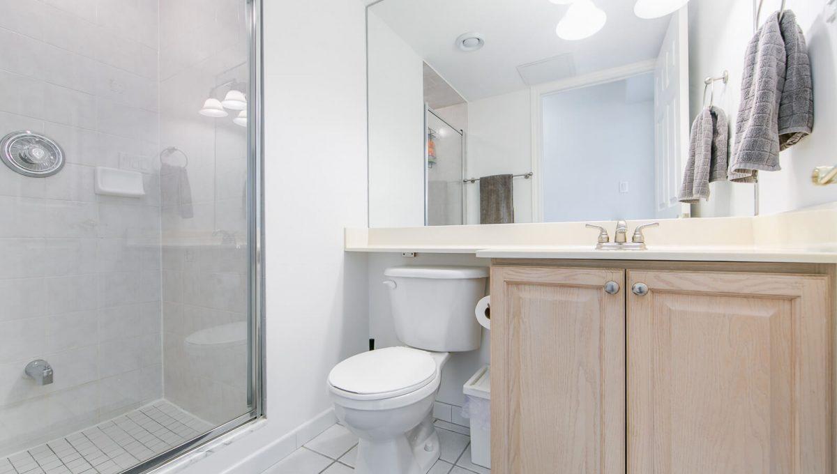 513-300 Balliol St - Washroom