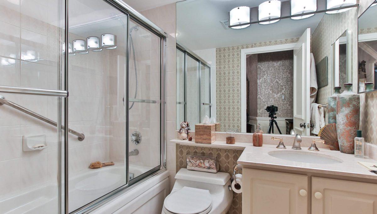 710 - 3800 Yonge St - Washroom