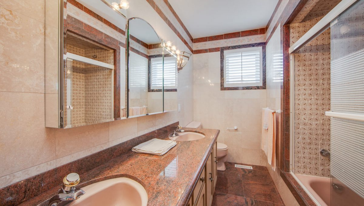 777 Cummer Ave - Bathroom