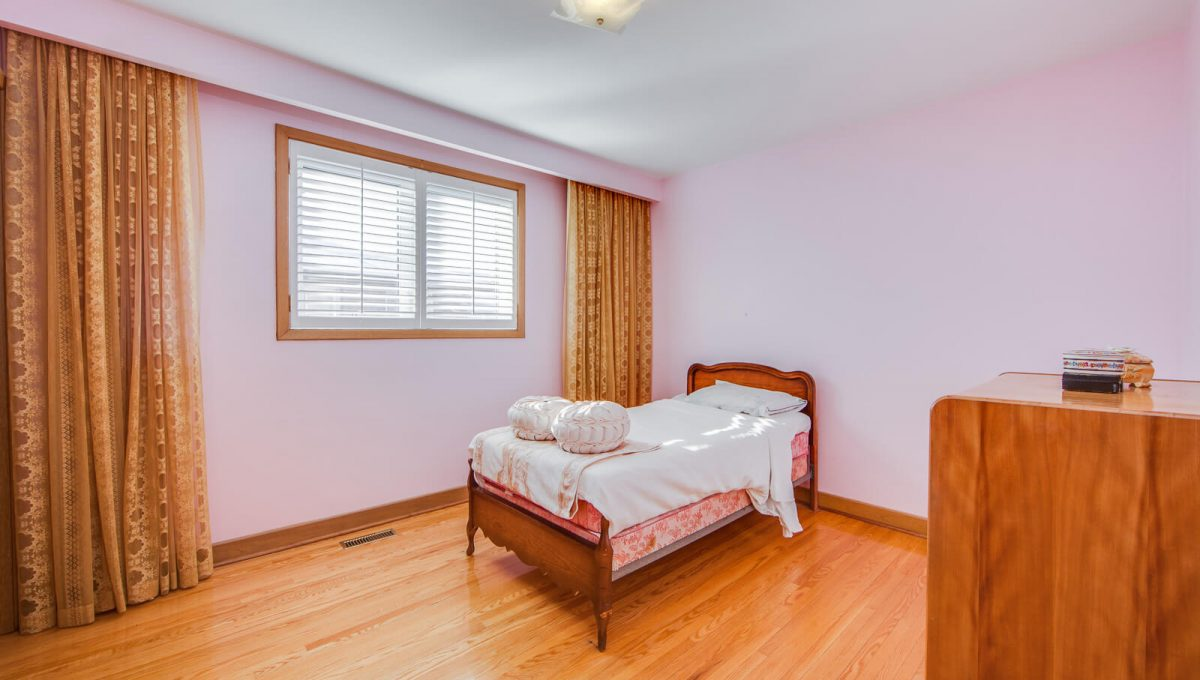 777 Cummer Ave - Bedroom