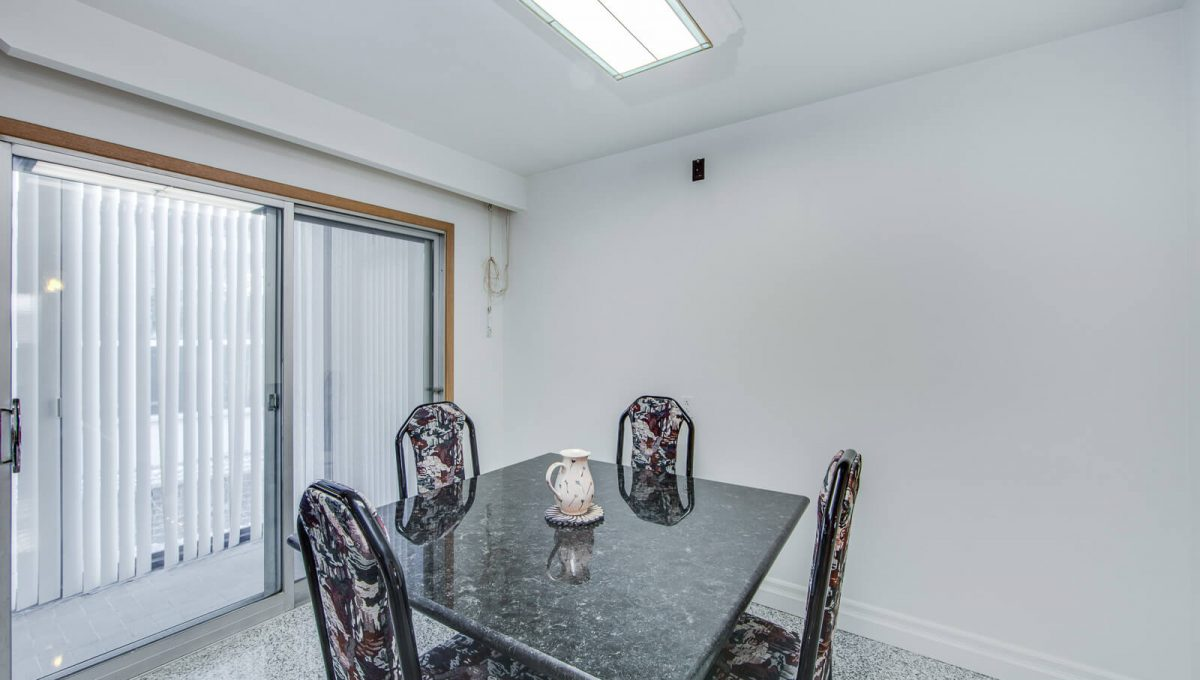777 Cummer Ave - Dining room