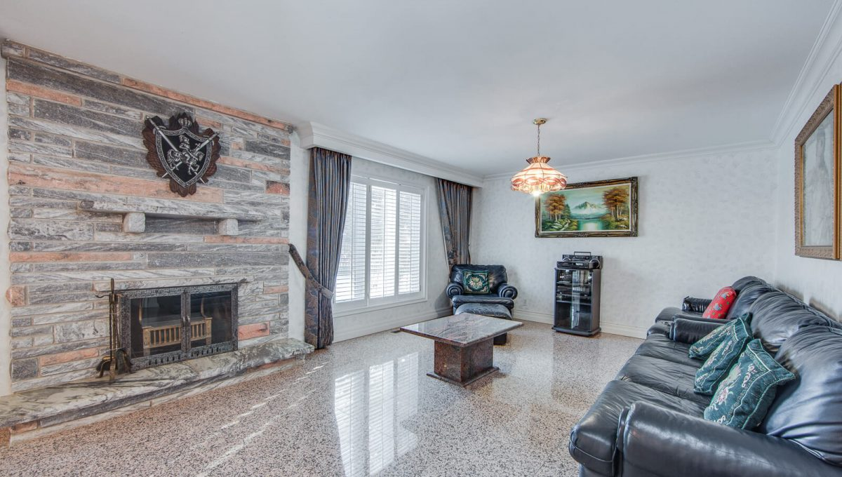777 Cummer Ave - Family room