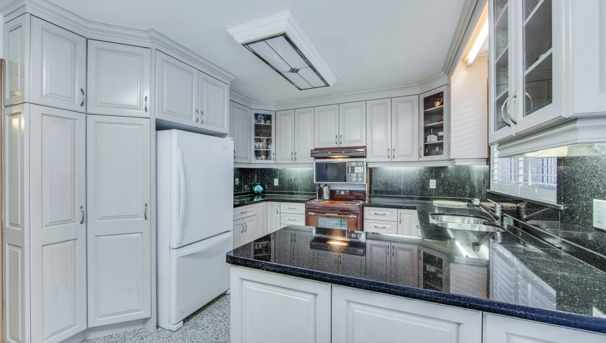 777 Cummer Ave - Kitchen