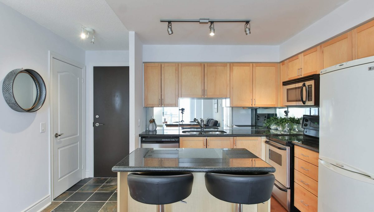 806-1103 Leslie St - Kitchen