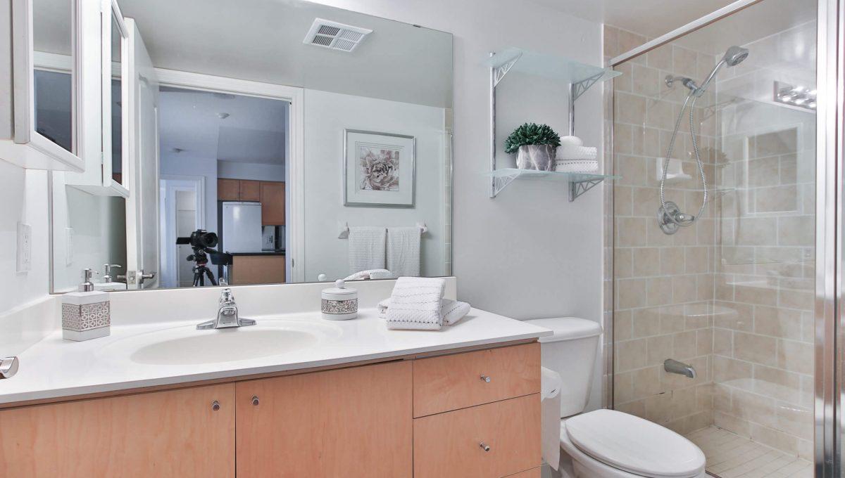806-1103 Leslie St - Washroom