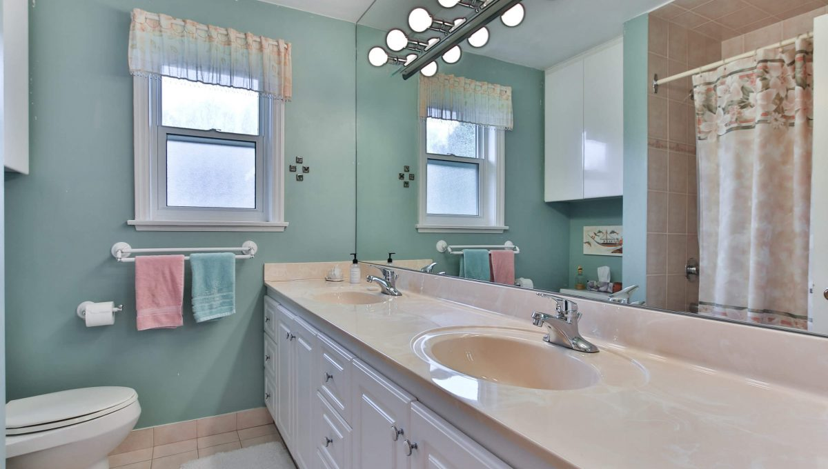 9 Bernick Rd - Washroom