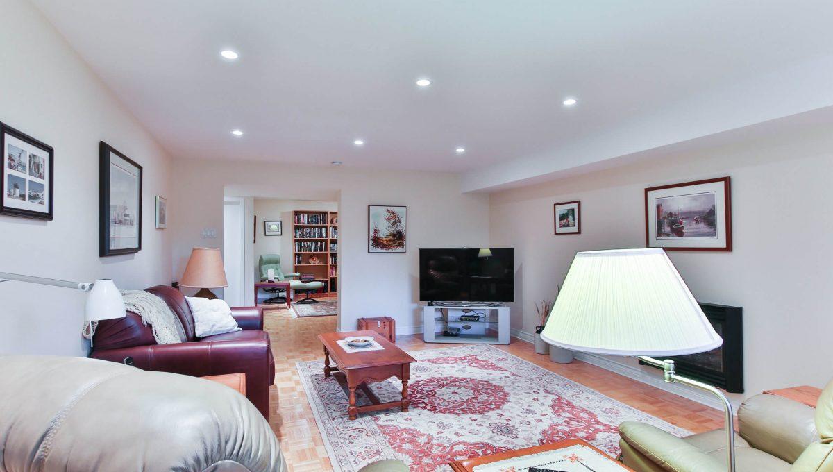 9 Restwell Cres - Basement living room