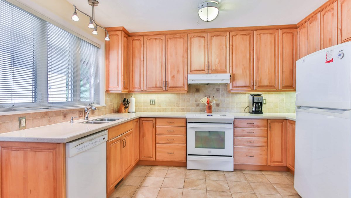 9 Restwell Cres - Kitchen