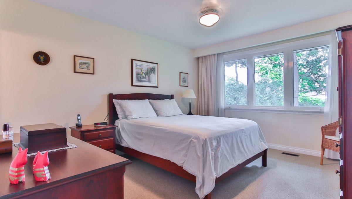 9 Restwell Cres - Master bedroom