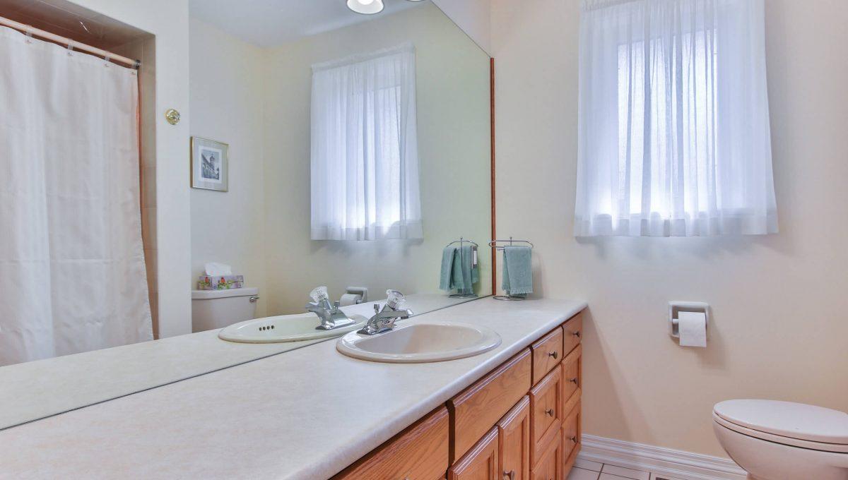 9 Restwell Cres - Washroom