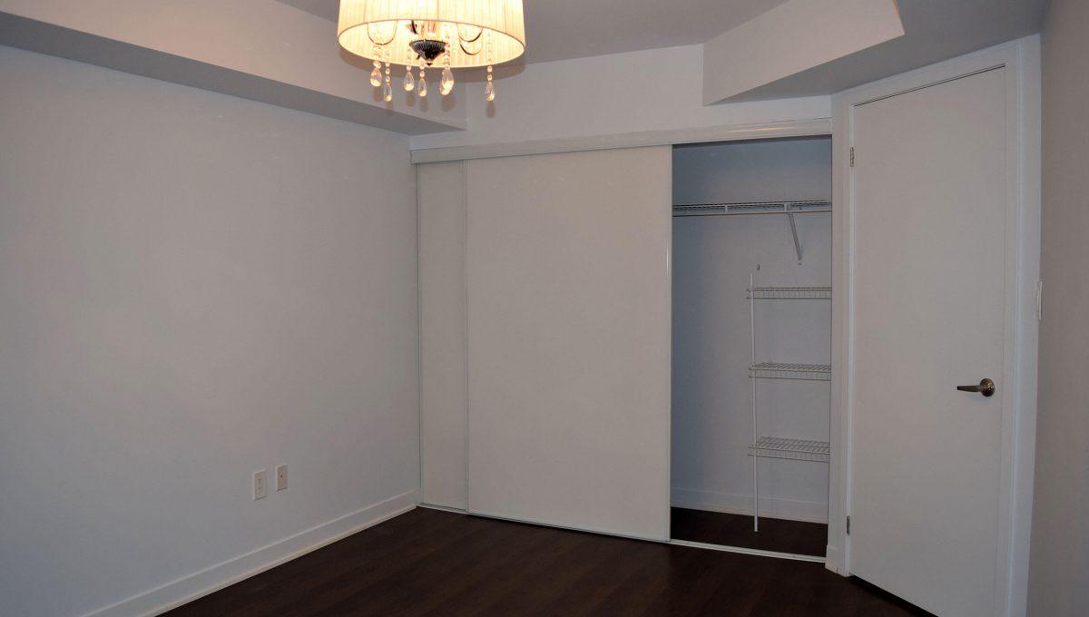 103-816 Lansdowne Ave - Bedroom