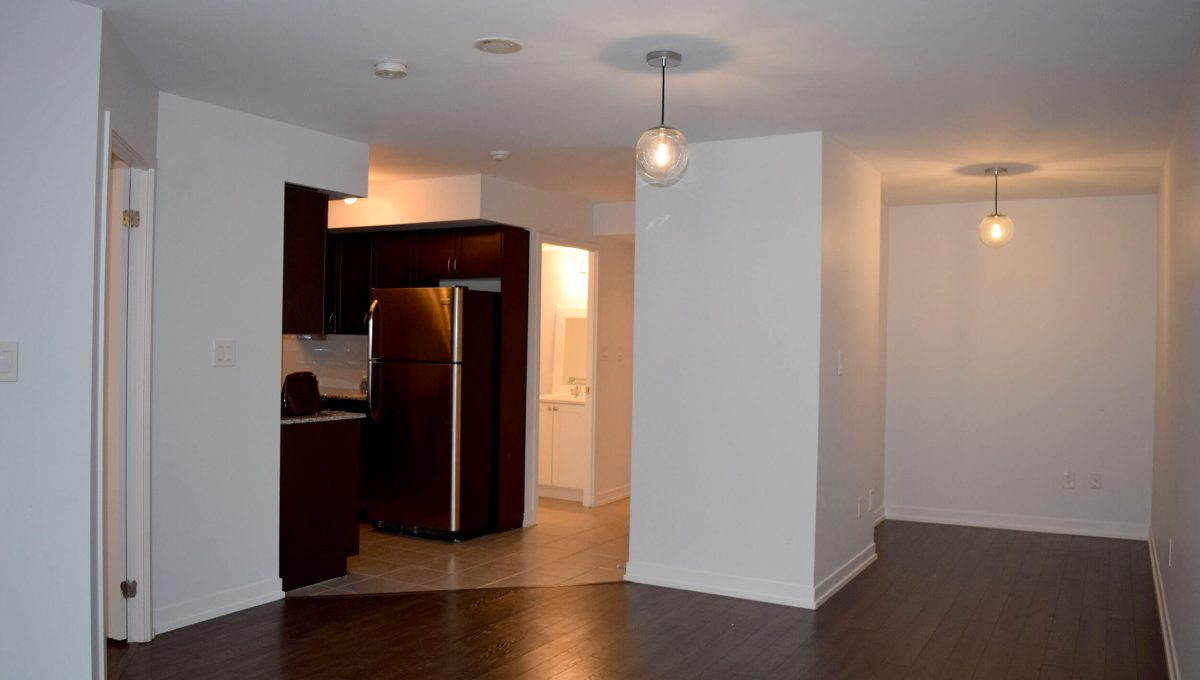 103-816 Lansdowne Ave - Dining and kitchen area