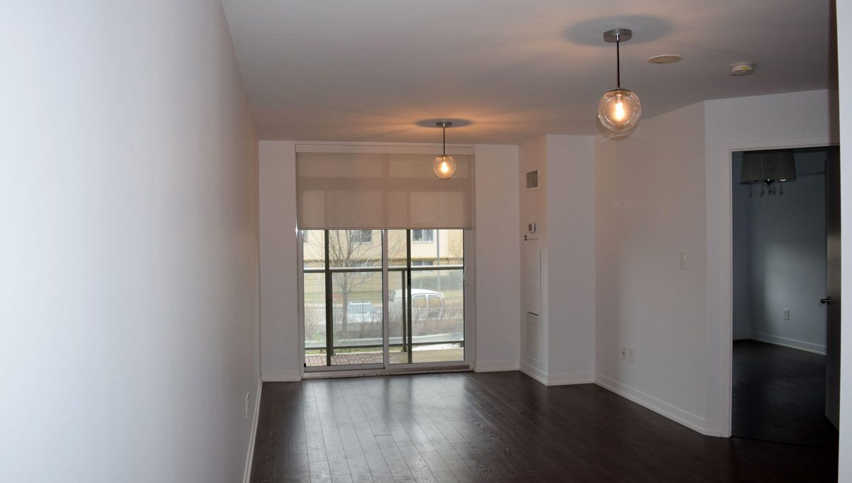 103-816 Lansdowne Ave - Living room