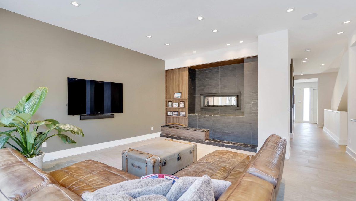 10 Valliere_Family Room