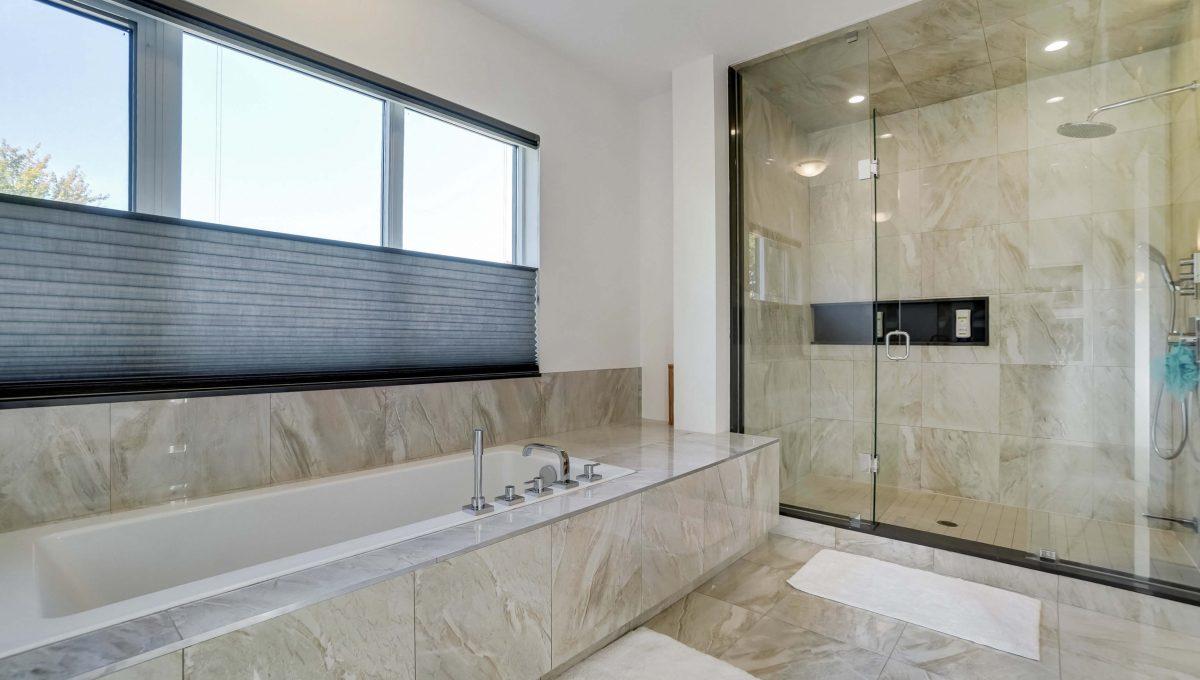 10 Valliere_Tub & Shower