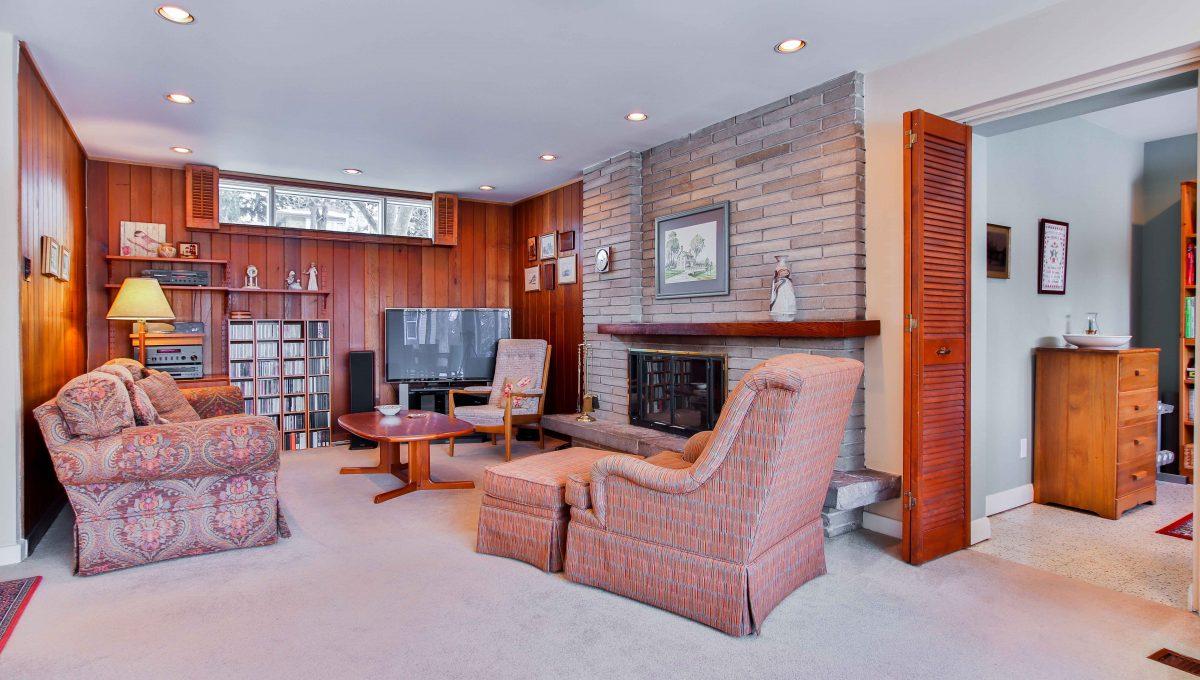 156 nipigon_Livingroom