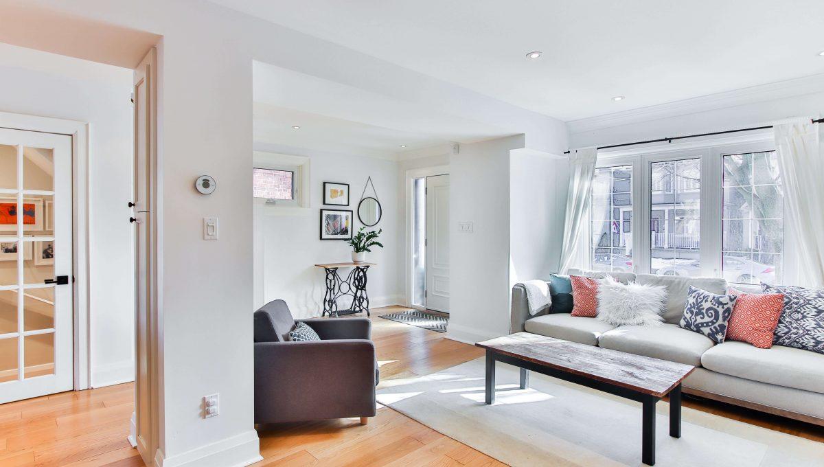 398 Manor_Livingroom