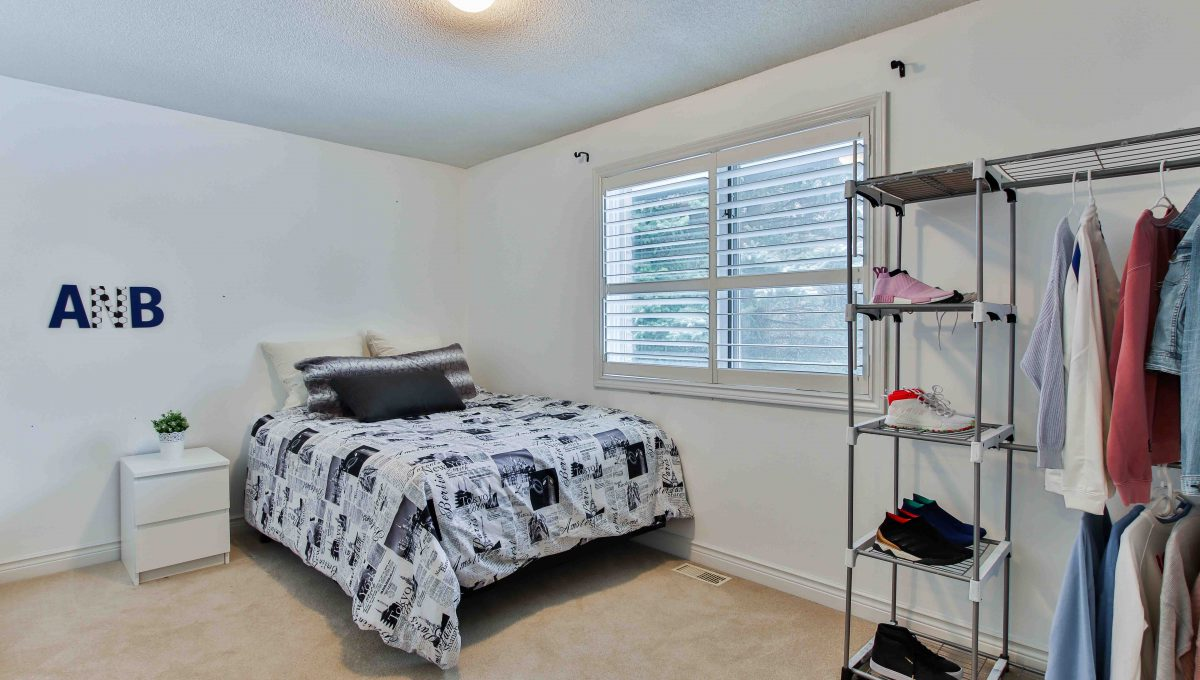 94 Thompson_Bedroom2
