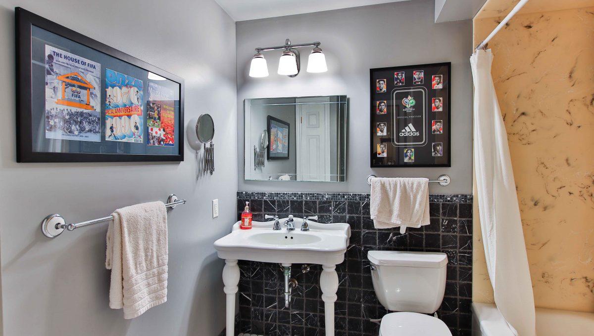 94 Thompson_Bsmnt Washroom