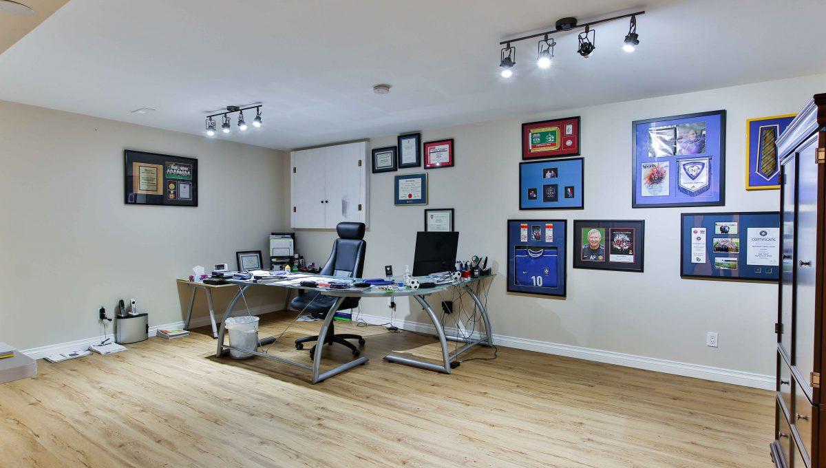 94 Thompson_Office