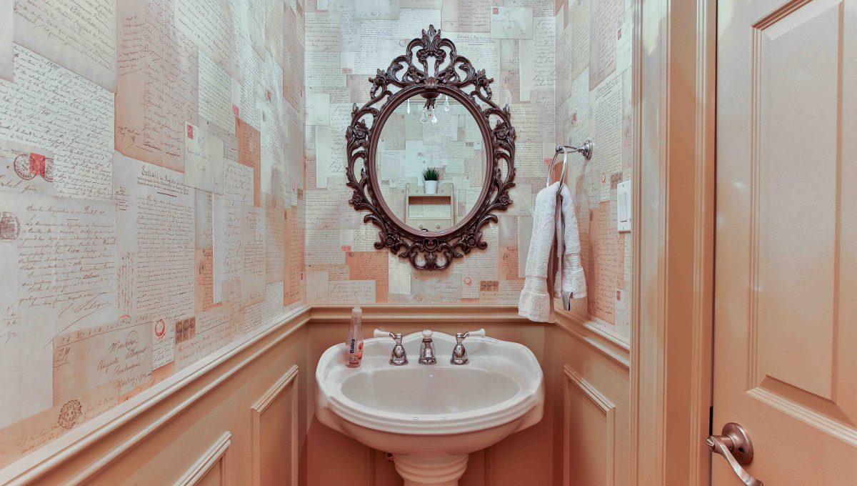 94 Thompson_Washroom3