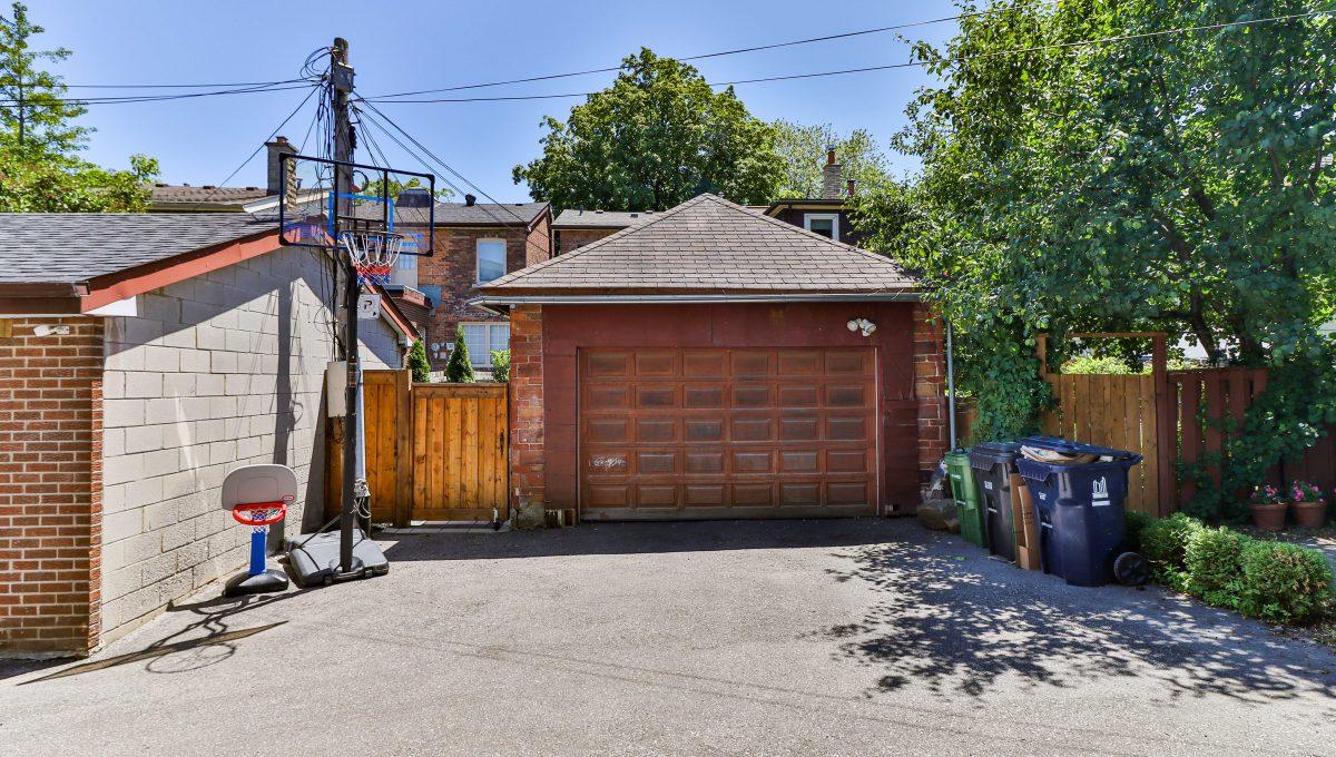 96 Maplewood_Garage