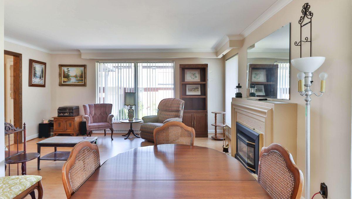 234 Newton_LivingroomDiningroom