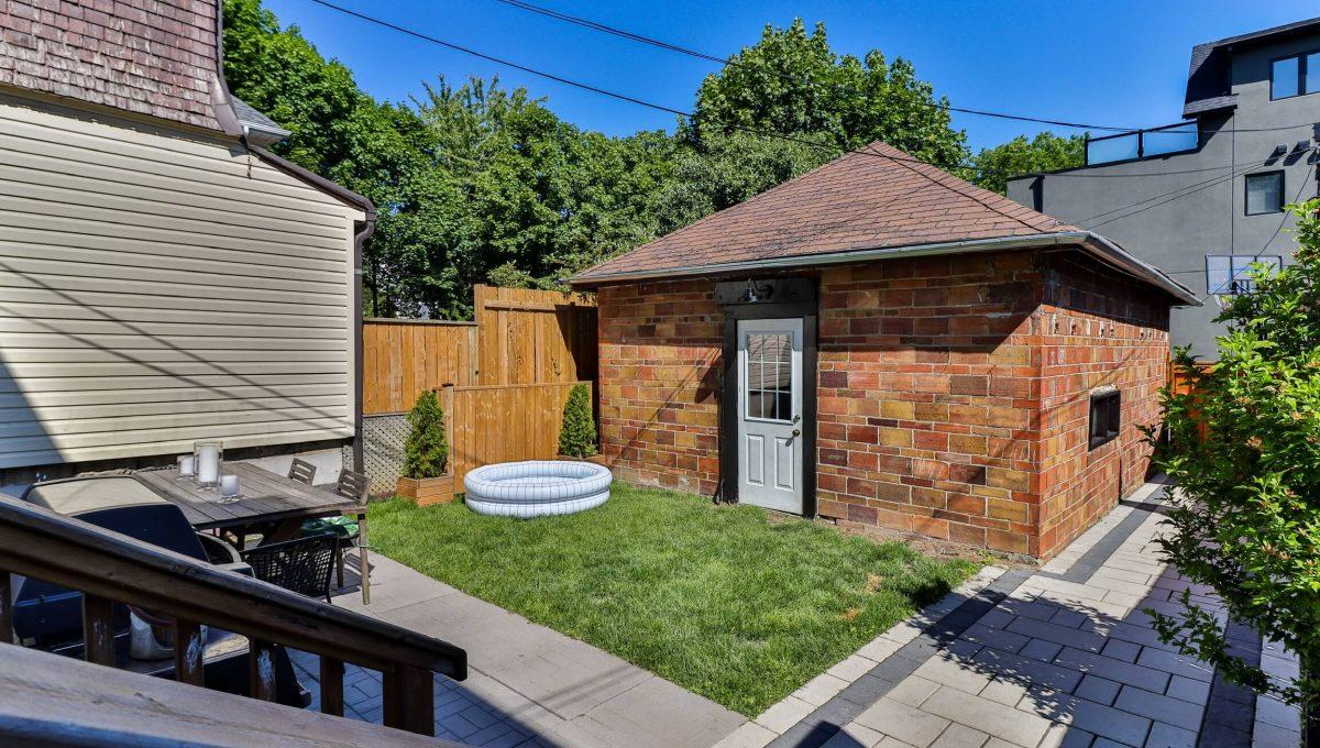 96 Maplewood_Backyard