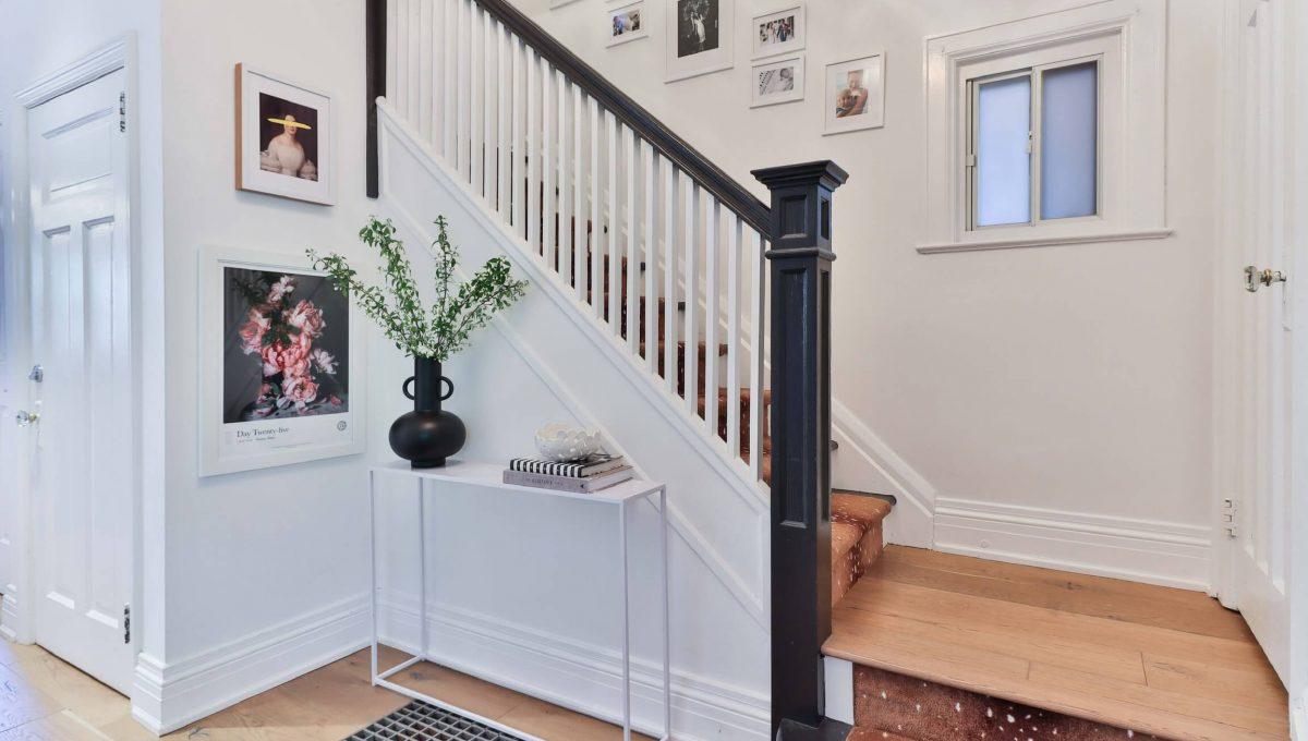 96 Maplewood_Foyer